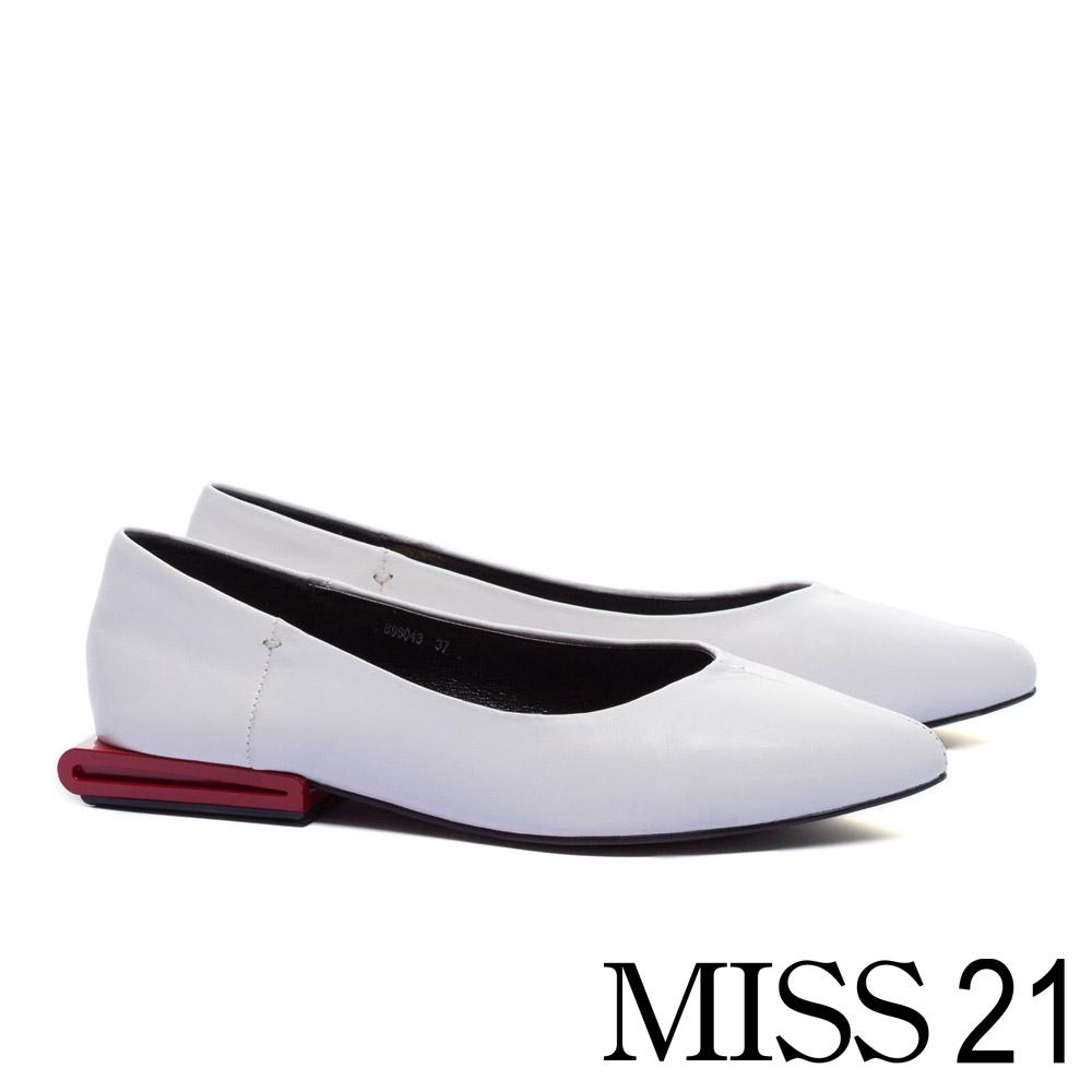 低跟鞋 MISS 21 獨特中縫線配色跟設計全真皮尖頭低跟鞋-白