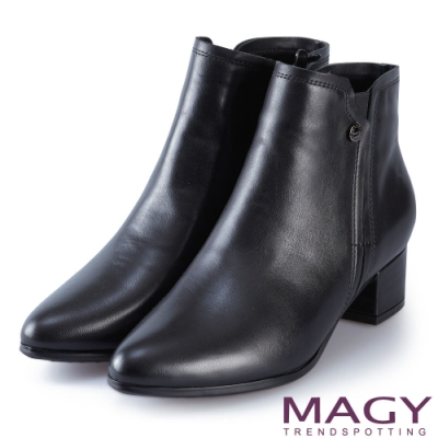 MAGY 時尚個性 俐落剪裁素面牛皮粗跟短靴-黑色