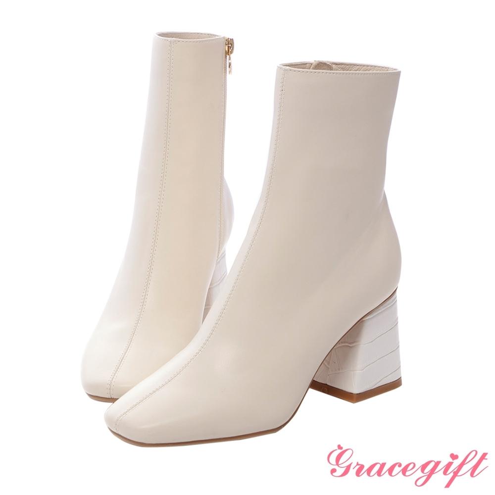 Grace gift X紀卜心-聯名素面壓紋高跟短靴 米白