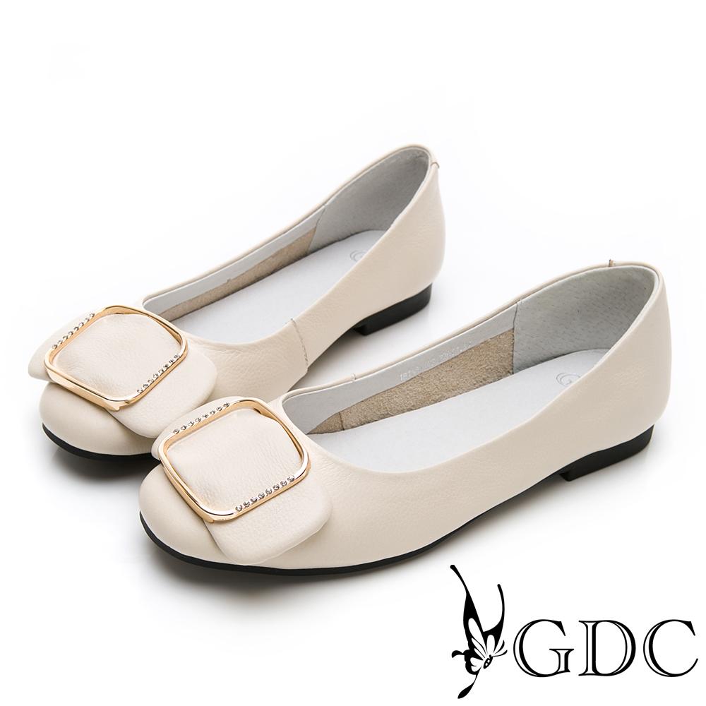 GDC-真皮素雅氣質水鑽方釦蝴蝶結上班包鞋-米色