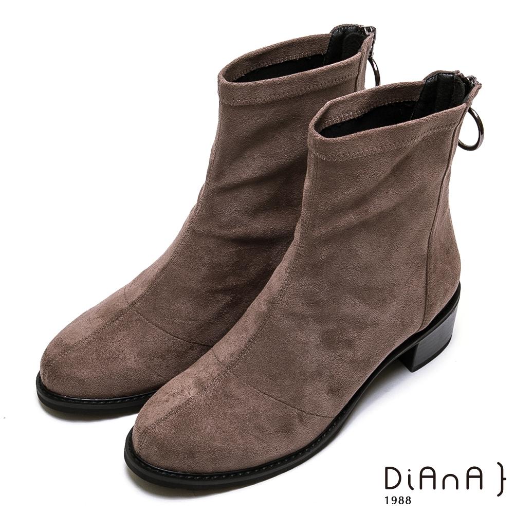DIANA 4.5cm金屬圓環飾釦羊絨布短靴-率性獨特-卡其
