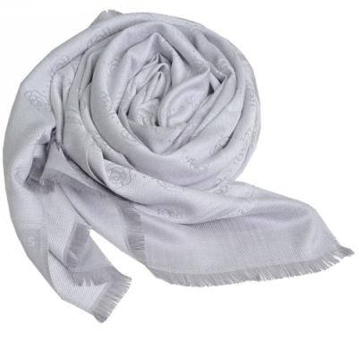 Karl Lagerfeld Paris 品牌繽紛浮水印嫘縈材質造型圍巾(灰色系)