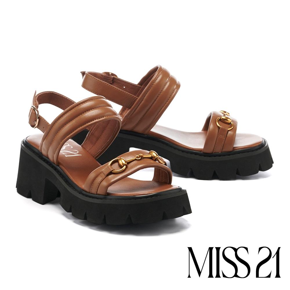 涼鞋 MISS 21 個性復古金屬馬銜釦鋸齒羊皮粗高跟涼鞋-咖