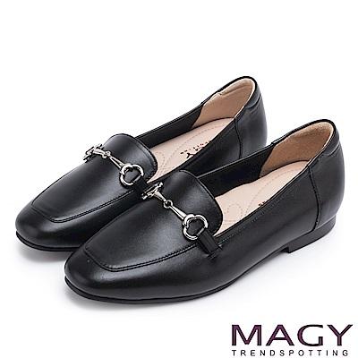MAGY 復古潮流 氣質馬蹄扣牛皮百搭平底鞋-黑色