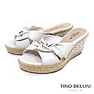 Tino Bellini 巴西進口雙層紐結皮雕楔型涼拖鞋 _ 白