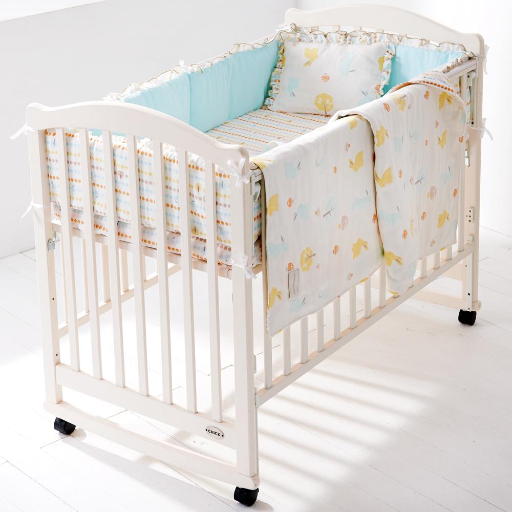 奇哥 白色大床+快樂森林六層紗寢具組-L