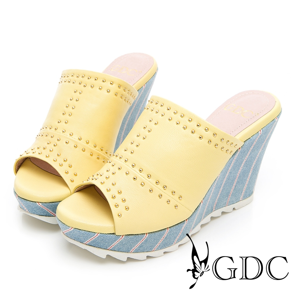 GDC-丹寧女孩真皮鉚釘拼接楔型拖鞋-黃色