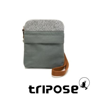 tripose 漫遊系列 岩紋x微皺尼龍護照斜背包 優雅灰