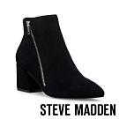 STEVE MADDEN-CHECKMATE 摩登時尚 梯型粗跟側拉鍊短靴-絨黑