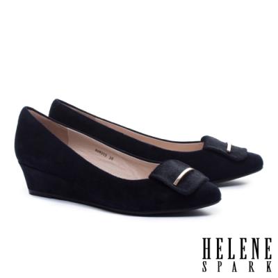 高跟鞋 HELENE SPARK 沉穩素雅金屬釦羊麂皮楔型高跟鞋-藍