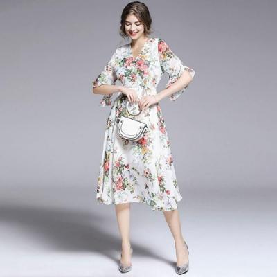 柔美繽紛花卉Y領喇叭袖彈性飄逸洋裝M-2XL-M2M