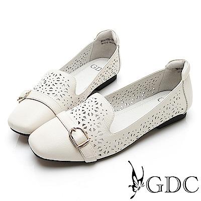GDC-文青真皮質感簍空雕花素色微方頭小扣飾平底包鞋-米杏色