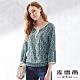 麥雪爾 浪漫滿版印花八分袖造型上衣-藍 product thumbnail 1