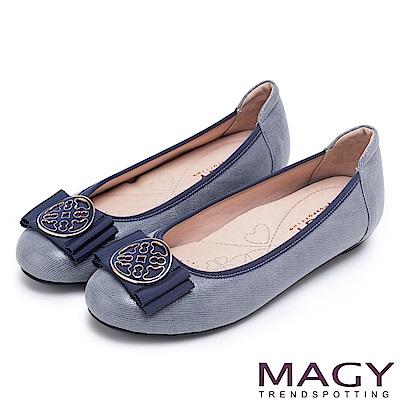 MAGY 甜美新風貌 金屬造型飾扣羊絨皮平底娃娃鞋-藍色