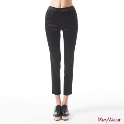 KeyWear奇威名品    絲質光澤絲滑商務九分褲-黑色