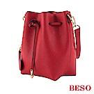 BESO 眨眼微笑 抽繩造型水桶包~紅