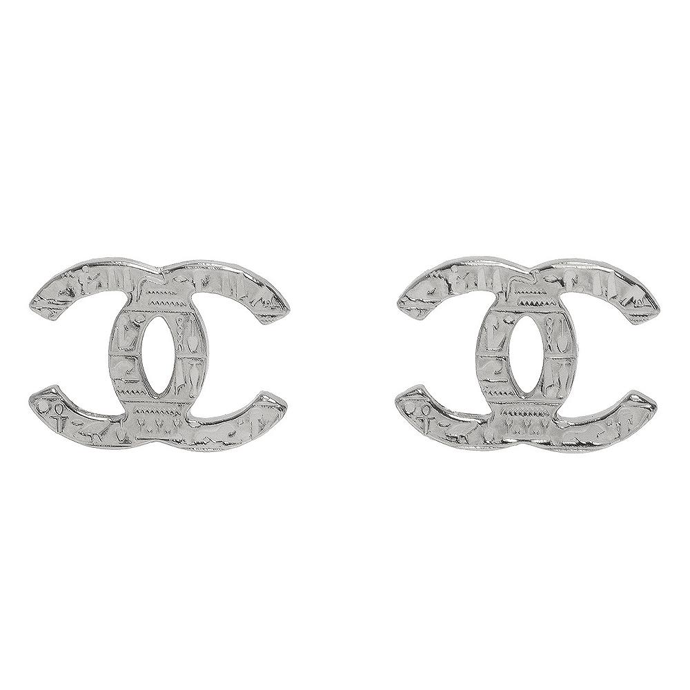 CHANEL 經典CC LOGO刻紋造型穿式耳環(銀色)