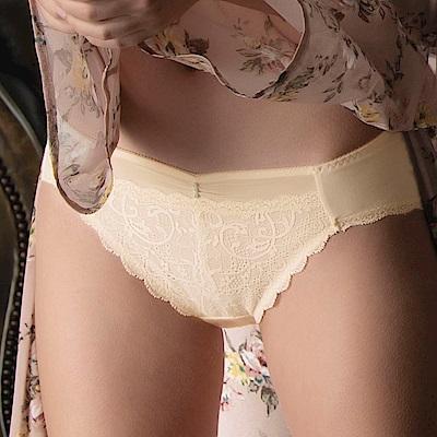 華歌爾-Wire Free 蕾絲 M-3L中低腰三角內褲 (膚)輕薄細緻