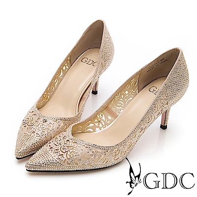 GDC-閃爍水鑽迷人簍空尖頭雕花質感宴會高跟鞋-金色