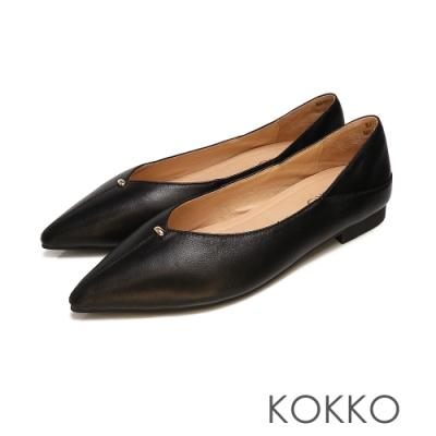 KOKKO - 經典彎折V口尖頭真皮平底鞋 - 霧黑