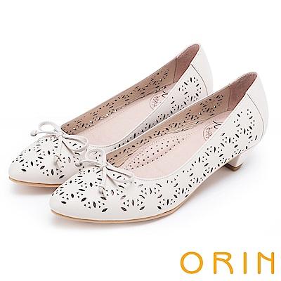 ORIN 微甜女孩 趣味造型沖孔牛皮平底尖頭鞋-米白