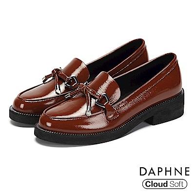 達芙妮DAPHNE 樂福鞋-漆面蝴蝶結雲軟鞋墊樂福鞋-棕