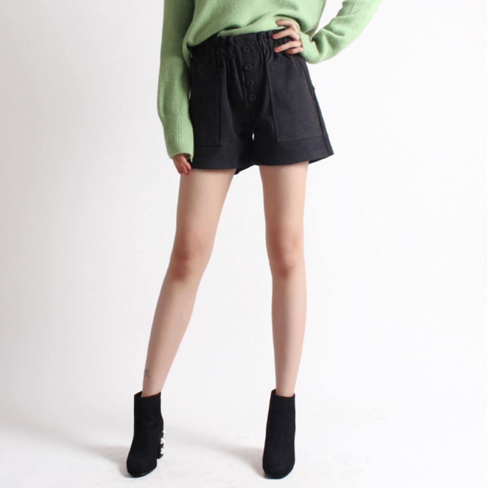 La Belleza黑色鬆緊腰包釦四釦毛呢方型側口袋寬版短褲