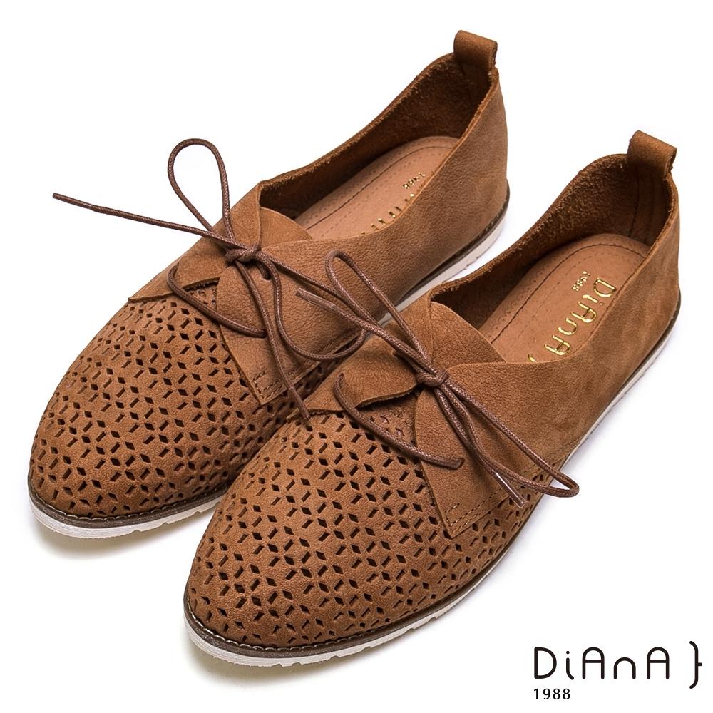 DIANA 質感鏤空幾何綁帶蝴蝶結休閒鞋-漫步在雲端厚切焦糖美人-棕