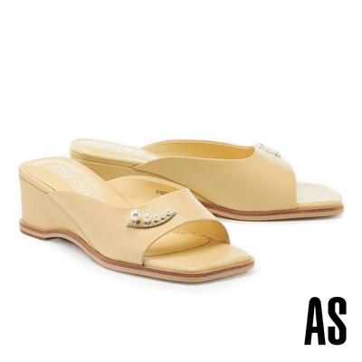 拖鞋 AS 優雅氣質珍珠鑽釦全真皮方頭楔型高跟拖鞋-黃
