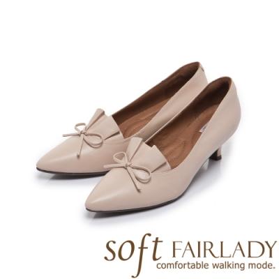 FAIR LADY Soft芯太軟百摺皮革結飾尖頭中跟鞋 杏