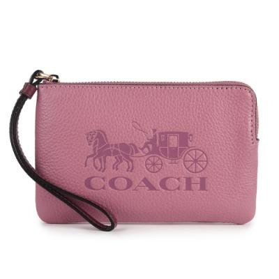 COACH 大馬車LOGO壓紋質感荔枝紋皮革L型拉鍊手拿包-玫瑰粉色