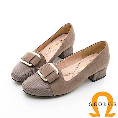 【GEORGE 喬治皮鞋】知性金屬飾扣圓頭真皮中跟鞋-棕色