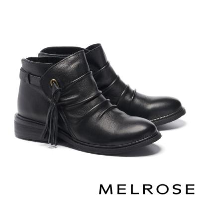 短靴 MELROSE 率性流蘇微抓皺牛皮粗低跟短靴-黑
