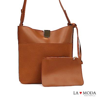 La Moda 輕便百搭大容質感面料肩背斜背包(棕)