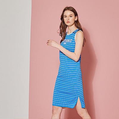 ICHE 衣哲 輕時尚針織條紋字母印花洋裝(兩色)-晴空藍