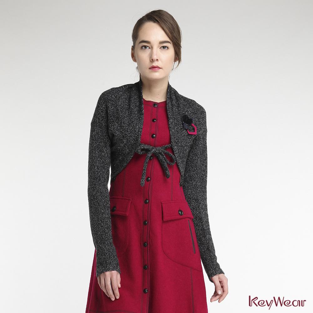 KeyWear奇威名品    歐式創意造型短版針織外套-黑色