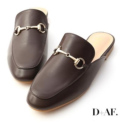 D+AF 經典潮流.質感馬銜釦平底穆勒鞋*咖