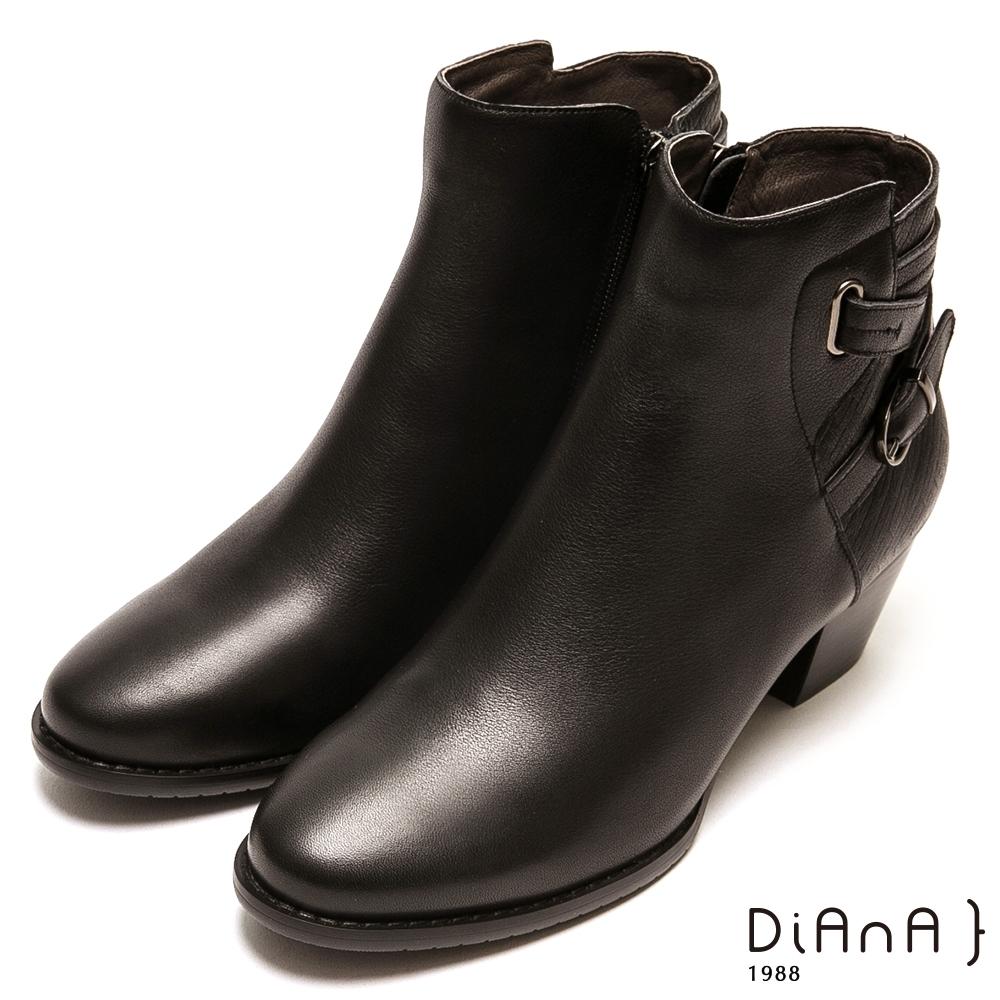 DIANA壓紋真牛皮質感繞帶粗跟短靴-帥氣潮流-黑