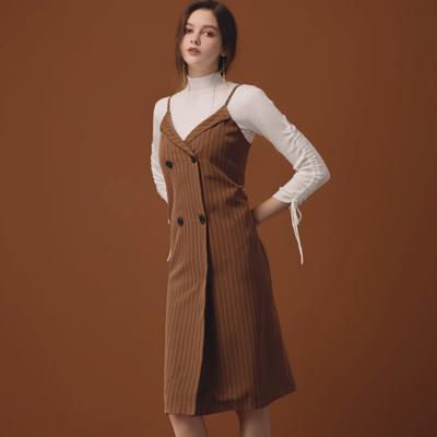 AIR SPACE LADY 質感雙排釦交叉領直紋吊帶裙(咖啡)
