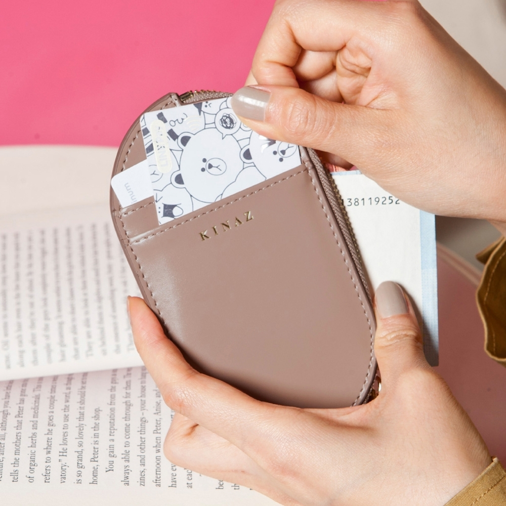 KINAZ 真皮橢圓卡片萬用零錢包-奇幻可可棕-小物魔法系列-快