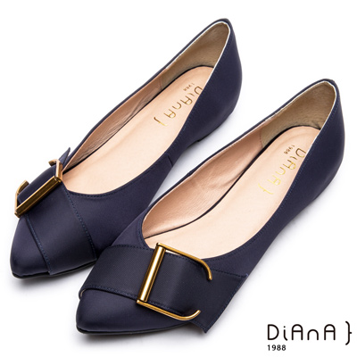 DIANA 明媚典雅--米蘭防潑水布釦帶尖頭平底鞋-深藍