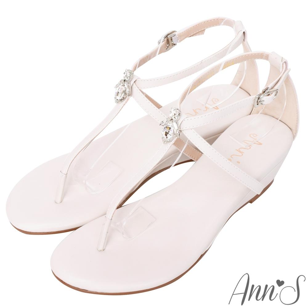 Ann'S花田小蜜蜂-水滴鑽飾T字交叉顯瘦小坡跟涼鞋-米白