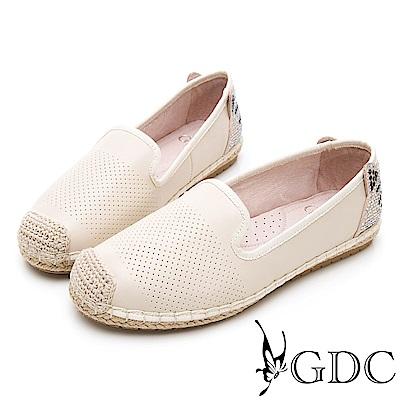 GDC-逗趣貓咪真皮沖孔質感基本簡約平底草編漁夫鞋-米色