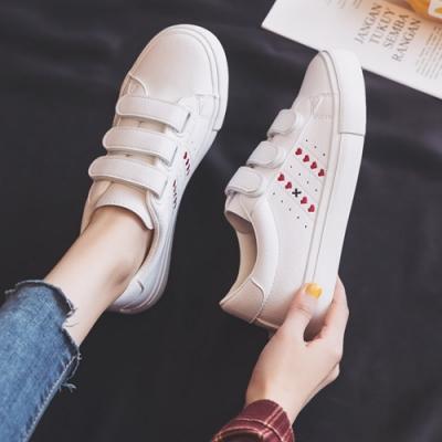 韓國KW美鞋館 好感輕著愛心平底小白鞋-白