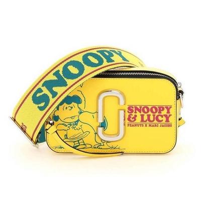 MARC JACOBS Snapshot x Peanuts史奴比聯名 防刮皮革斜背相機包-黃色