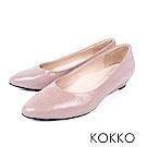 KOKKO - 時髦壓紋羊皮尖頭楔型鞋 - 藕粉