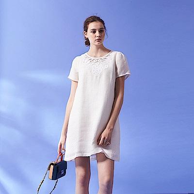Chaber巧帛 氣質浪漫3D立體質感雕花蕾絲造型洋裝-米白