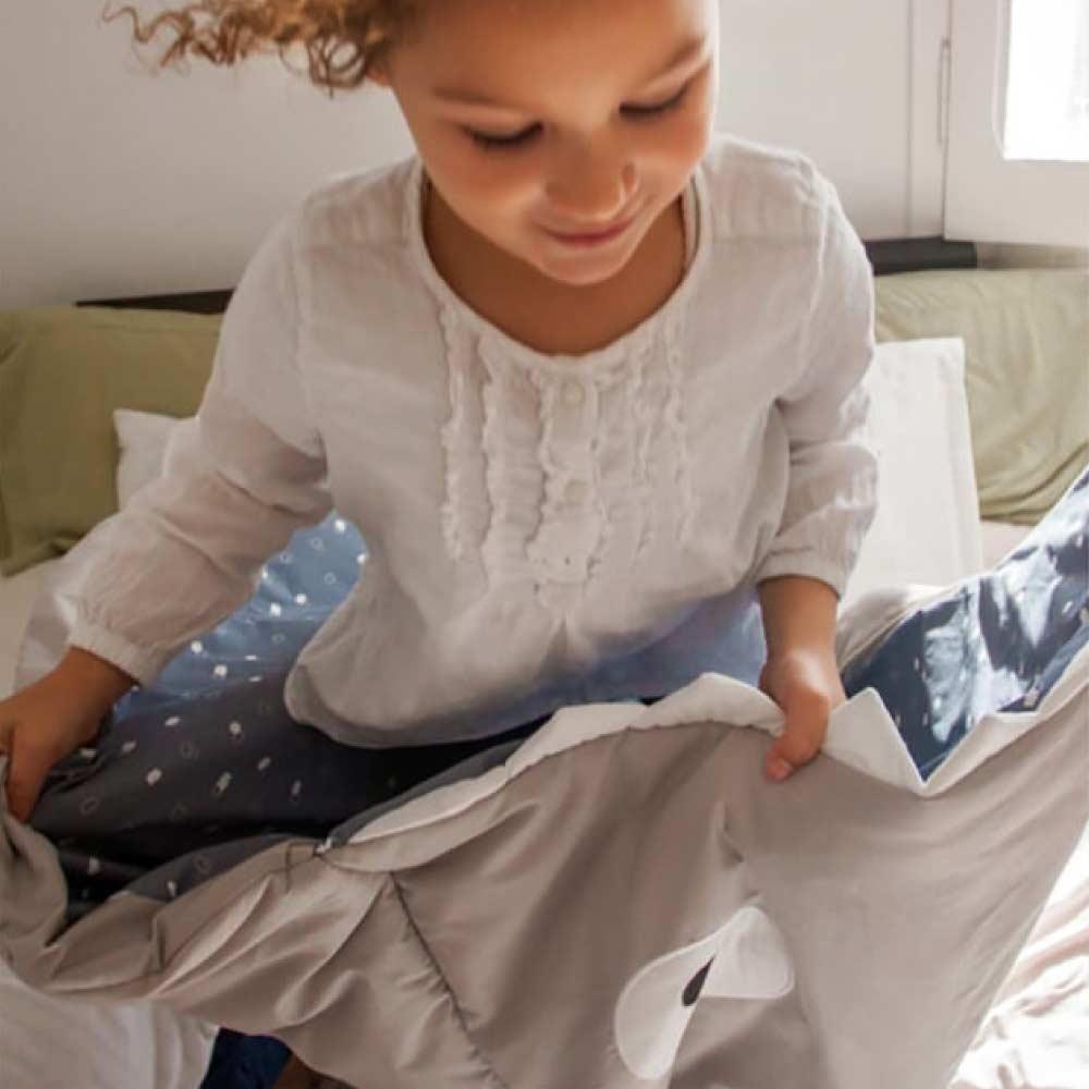 【兒童標準版-朵朵雲藍】BabyBites西班牙鯊魚咬一口多功能睡袋