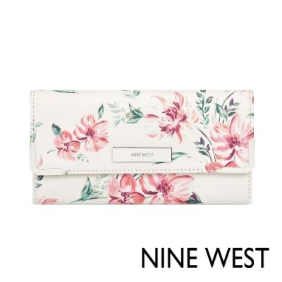 【NINE WEST】WHITLEY系列 大都會摺疊錢夾-印花色 (NYF517652-OPM)
