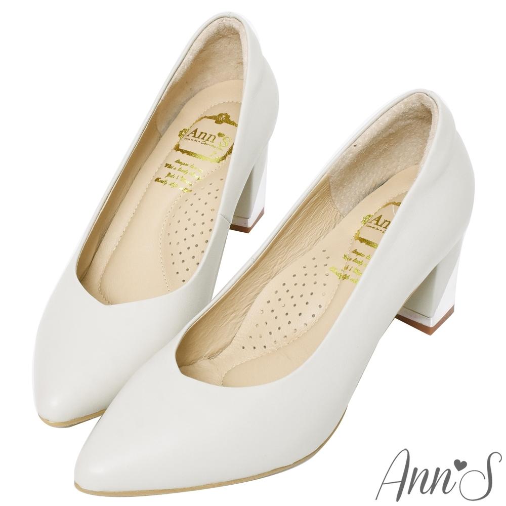 Ann'S上班族必備-小羊皮顯瘦V口電鍍尖頭粗跟包鞋-杏灰
